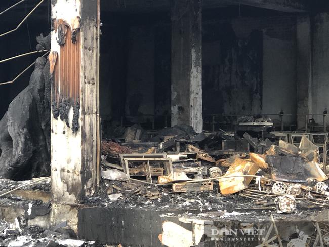 ẢNH: Hiện trường cháy phòng trà 6 người thương vong ở TP. Vinh - Ảnh 2.