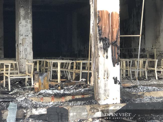ẢNH: Hiện trường cháy phòng trà 6 người thương vong ở TP. Vinh - Ảnh 12.