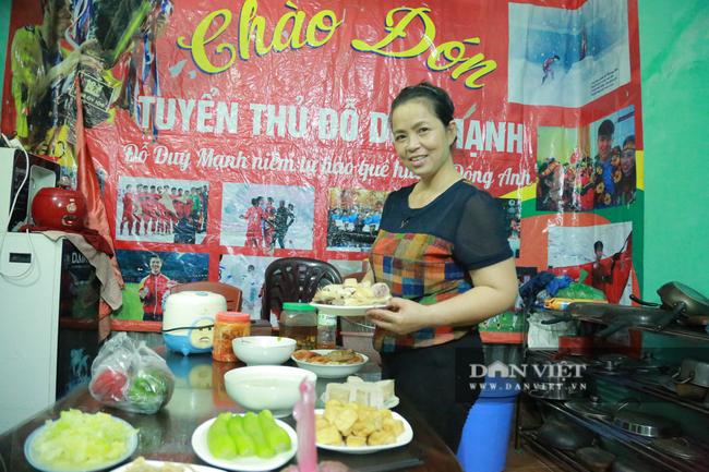 Tận mắt xem gia đình hậu vệ Duy Mạnh thịt gà cổ vũ đội tuyển Việt Nam - Ảnh 6.