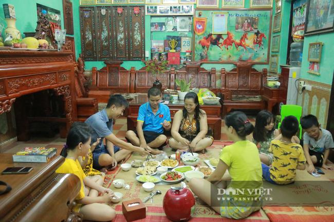 Tận mắt xem gia đình hậu vệ Duy Mạnh thịt gà cổ vũ đội tuyển Việt Nam - Ảnh 12.