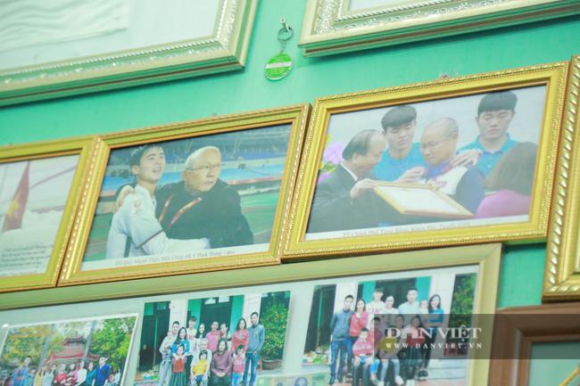 Tận mắt xem gia đình hậu vệ Duy Mạnh thịt gà cổ vũ đội tuyển Việt Nam - Ảnh 3.