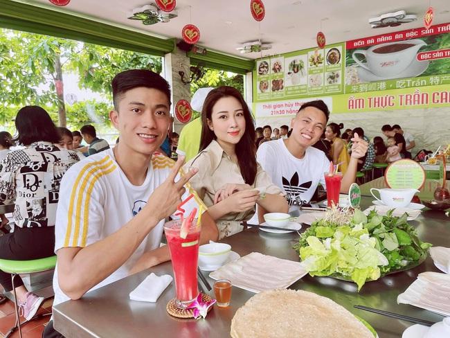 """Vợ xinh của Phan Văn Đức: """"Chiến thắng trở về sẽ đãi đặc sản quê nhà"""" - Ảnh 4."""