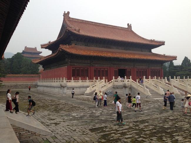 Bị trộm cắp và tàn phá nhưng vì 2 lý do, lăng mộ Càn Long được mở cửa tham quan còn Khang Hi thì không - Ảnh 2.