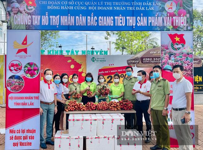 Cục Quản lý thị trường Đắk Lắk cùng hàng loạt doanh nghiệp chung tay tiêu thụ nông sản cho vùng dịch - Ảnh 1.