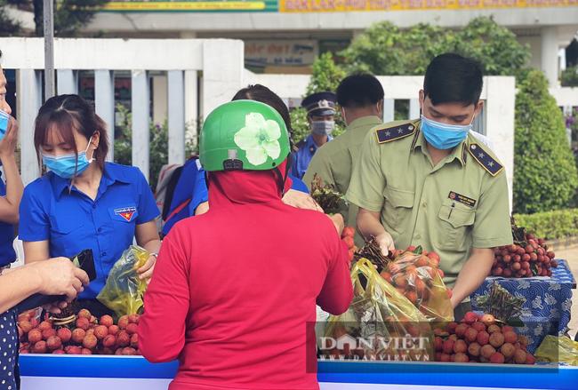 Cục Quản lý thị trường Đắk Lắk cùng hàng loạt doanh nghiệp chung tay tiêu thụ nông sản cho vùng dịch - Ảnh 3.