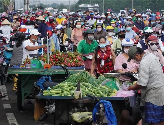 TP.HCM: Người bán trái cây gần Công ty PouYuen dương tính SARS-CoV-2 - Ảnh 1.