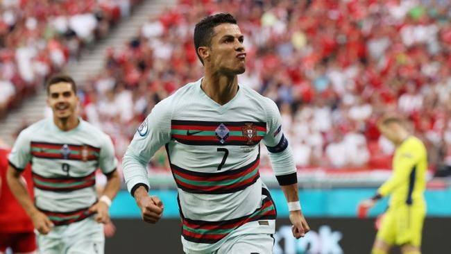 Phạm Xuân Nguyên và Euro 2020: Kỷ lục Ronaldo - Ảnh 1.
