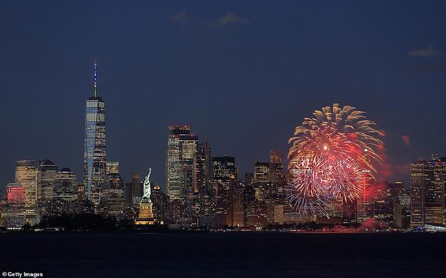 """New York bùng nổ dạ tiệc, pháo hoa mừng """"kết thúc Covid-19"""" - Ảnh 1."""