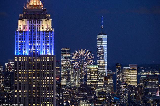 """New York bùng nổ dạ tiệc, pháo hoa mừng """"kết thúc Covid-19"""" - Ảnh 2."""