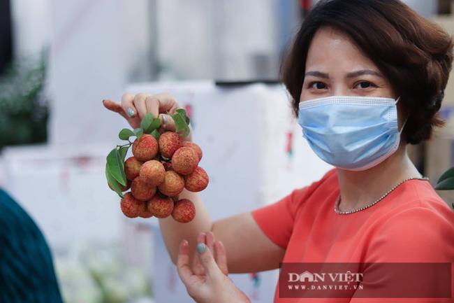 Hà Nội: Bà chủ thẩm mỹ viện bán hết 270 tấn vải thiều, ủng hộ 430 triệu đồng vào Quỹ vaccine phòng, chống Covid-19 - Ảnh 4.