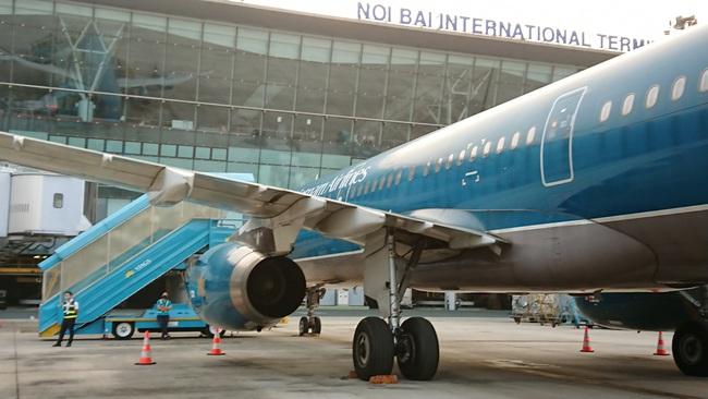 """Tin đồn phá sản, cổ phiếu Vietnam Airlines """"đỏ sàn"""", nhà đầu tư phản ứng gì? - Ảnh 1."""