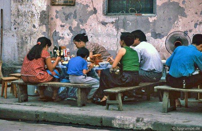 Kỳ thú ẩm thực vỉa hè ở Hà Nội năm 1991-1992 - Ảnh 2.