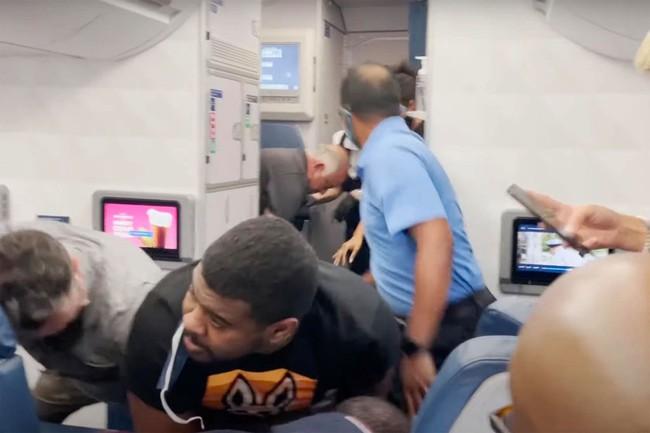 7 sự cố gây rối trên máy bay điên rồ nhất năm 2021 - Ảnh 5.