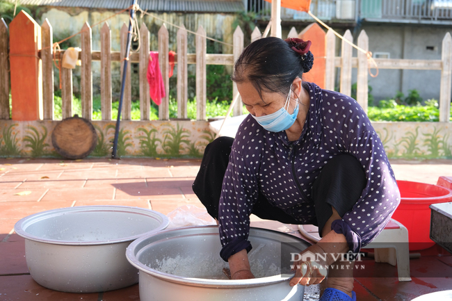 """Bắc Giang: Bếp ăn nghĩa tình của những người """"cầm phấn"""", tiếp lửa cho tiền tuyến chống dịch - Ảnh 2."""