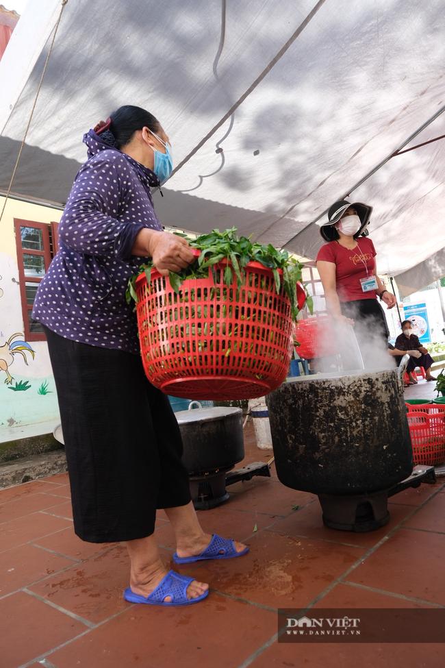 """Bắc Giang: Bếp ăn nghĩa tình của những người """"cầm phấn"""", tiếp lửa cho tiền tuyến chống dịch - Ảnh 3."""