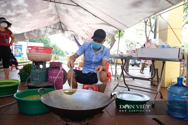 """Bắc Giang: Bếp ăn nghĩa tình của những người """"cầm phấn"""", tiếp lửa cho tiền tuyến chống dịch - Ảnh 4."""