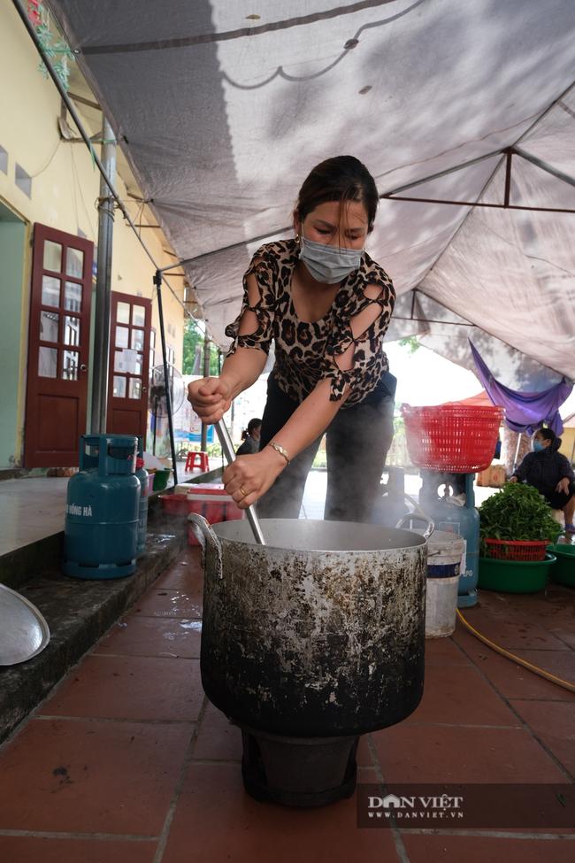 """Bắc Giang: Bếp ăn nghĩa tình của những người """"cầm phấn"""", tiếp lửa cho tiền tuyến chống dịch - Ảnh 6."""