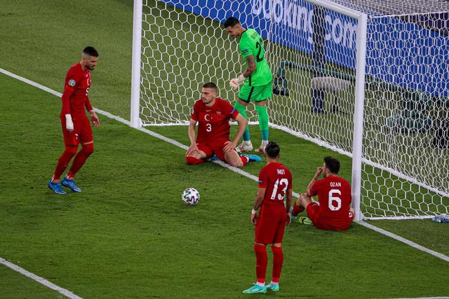 Euro 2020 lập kỷ lục… đá phản lưới nhà