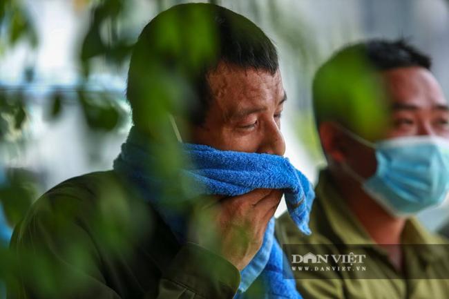 """Hà Nội: Người lao động vật lộn mưu sinh dưới cái nắng """"cháy da, cháy thịt"""" - Ảnh 11."""