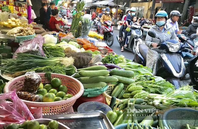 TP.HCM xem xét phát phiếu đi chợ, người bán quần áo, giày dép phải đóng sạp - Ảnh 3.