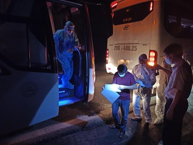 Điện Biên: Đón hơn 400 công nhân trở về từ tâm dịch Bắc Giang - Ảnh 1.