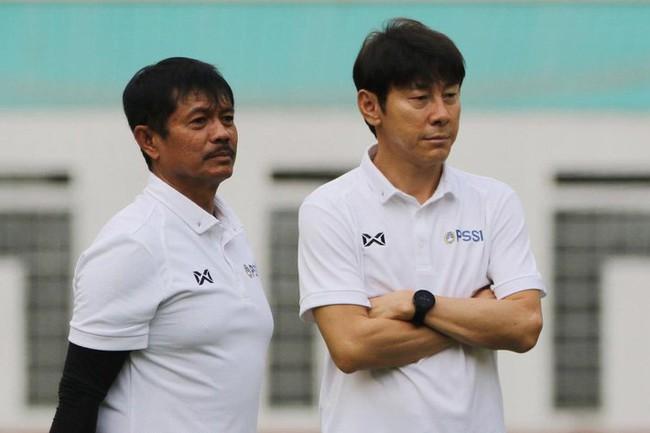 Cay cú vì thua Việt Nam, HLV Indonesia gọi… 144 cầu thủ lên tuyển - Ảnh 1.