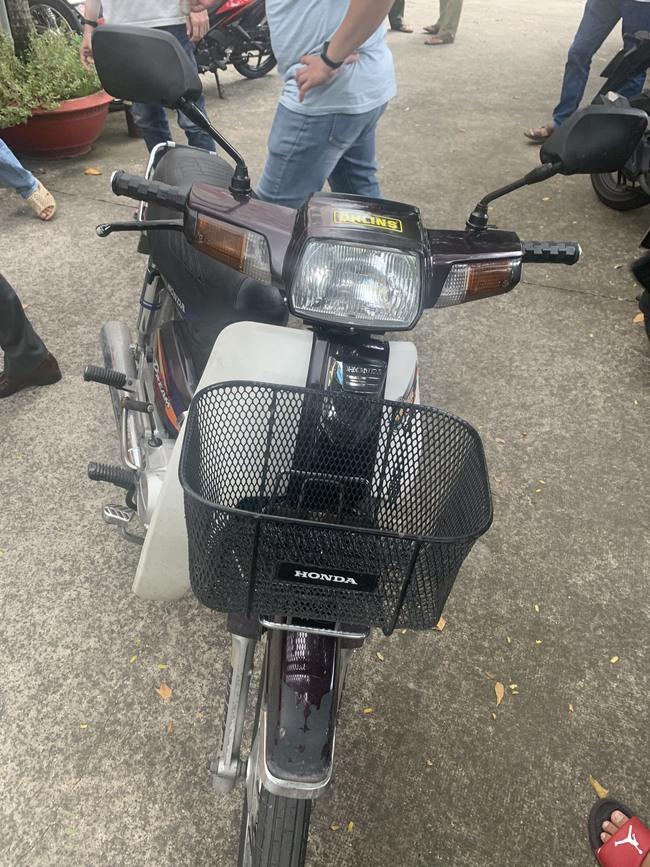 Thua cá độ mùa Euro, thanh niên rủ bạn thân đi cướp xe máy bán lấy tiền trả nợ ở TP.HCM - Ảnh 2.