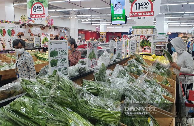 Ít người bán, giá rau củ quả tại TP.HCM tăng sốc - Ảnh 2.