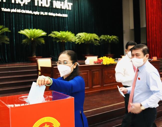 Ông Nguyễn Thành Phong tái đắc cử Chủ tịch UBND TP.HCM - Ảnh 3.