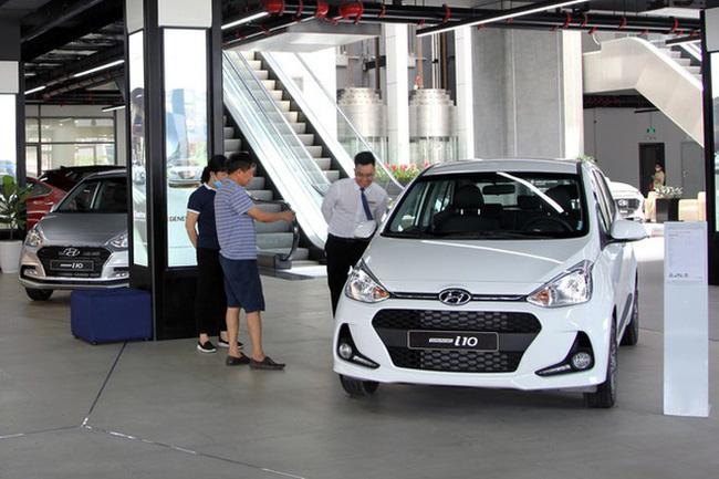 Mua ô tô mới thời điểm này, khách có thể tiết kiệm những khoản nào? - Ảnh 1.