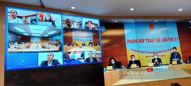Toàn cảnh phiên họp toàn thể của Ủy ban các vấn đề xã hội Quốc hội bàn về thực hiện chương trình giảm nghèo giai đoạn 2021-2025. Ảnh: N.T