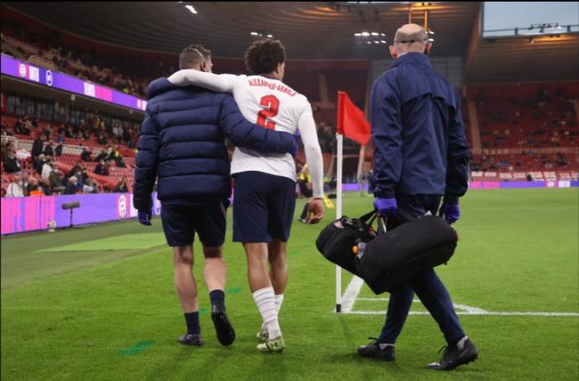 Hậu vệ phải của Liverpool, Arnold đã dính chấn thương khá nặng.