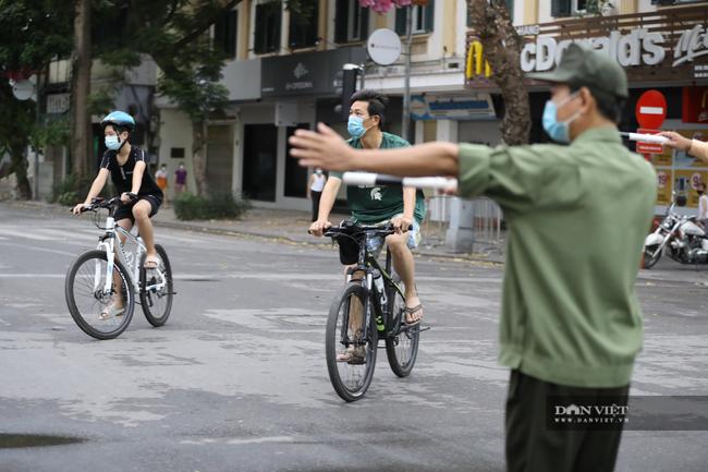 """Lực lượng chức năng ra quân """"dẹp"""" phong trào thể dục ở Hà Nội - Ảnh 5."""