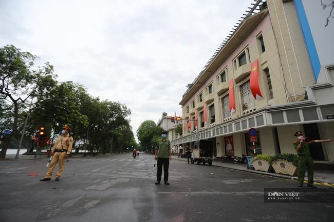 """Lực lượng chức năng ra quân """"dẹp"""" phong trào thể dục ở Hà Nội - Ảnh 6."""