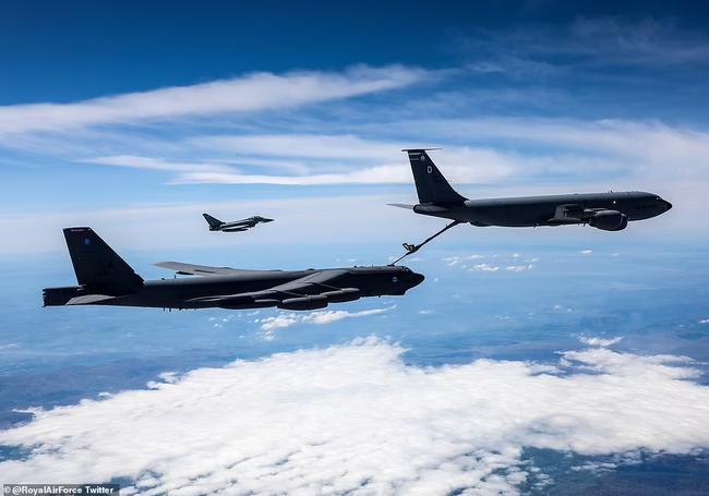 Biden điều dàn B-52 bay khắp châu Âu, nắn gân Putin - Ảnh 2.