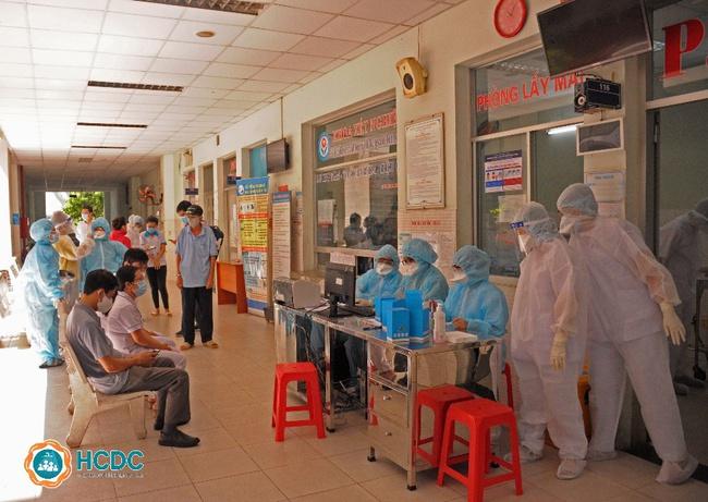 TP.HCM: 4 ca nhiễm SARS-CoV-2 tại khu Mả Lạng dù đã xét nghiệm âm tính trước đó - Ảnh 4.