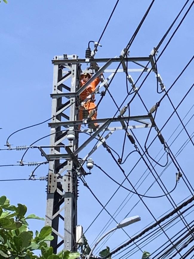 TT-Huế: Hỗ trợ giảm giá điện cho khách hàng khó khăn do do dịch Covid-19 hàng chục tỷ đồng  - Ảnh 3.