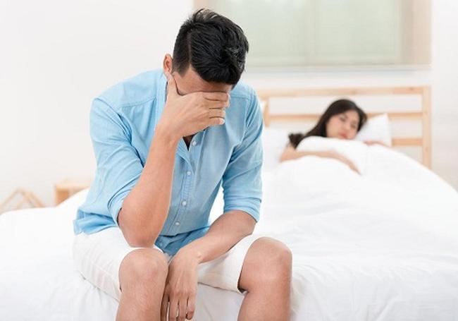 """Chồng thiếu bản lĩnh trên giường với vợ nhưng """"chat sex"""" hăng say với người lạ - Ảnh 1."""