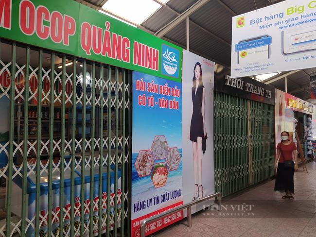 Gian hàng không thiết yếu trong TTTM ở Hà Nội đồng loạt đóng cửa sau lệnh cấm - Ảnh 1.