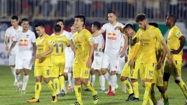 """Ba rắc rối lớn khiến nhiều CLB V.League """"nội chiến"""" với VPF - Ảnh 2."""