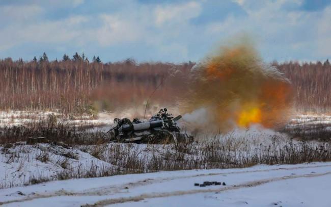 Nhan sắc đẹp mê lòng người của nữ quân nhân thiết giáp Nga - Ảnh 3.