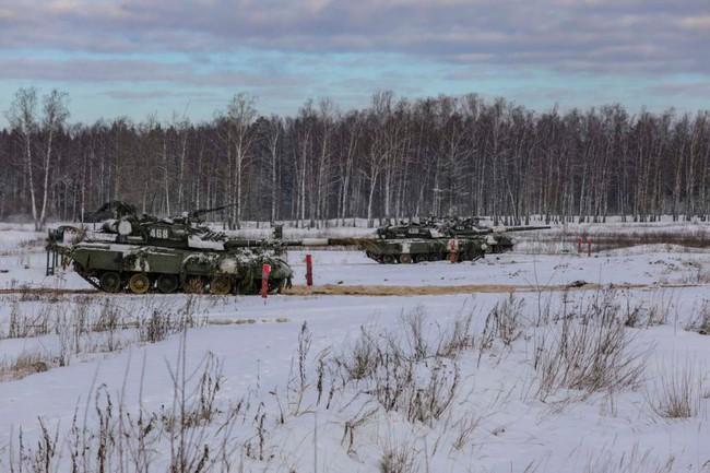 Nhan sắc đẹp mê lòng người của nữ quân nhân thiết giáp Nga - Ảnh 8.