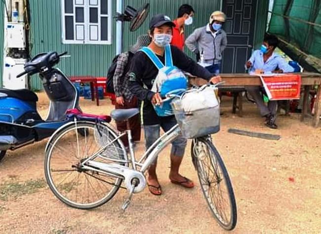Hành trình gian nan của gia đình 4 người đi xe đạp từ Đồng Nai về Nghệ An - Ảnh 2.