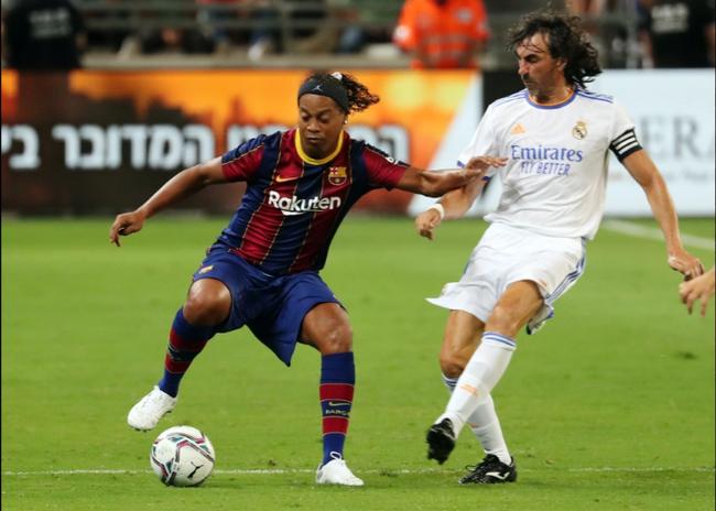 Ronaldinho vẫn luôn khiến khán giả thích thú.