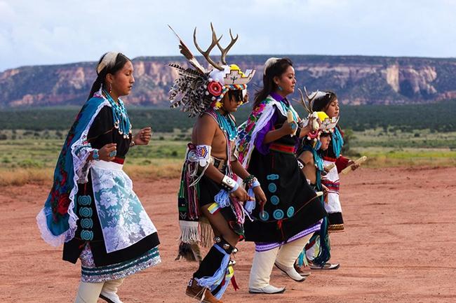 Trật tự ngược khi yêu theo tục lệ của bộ lạc thổ dân Pueblo - Ảnh 3.