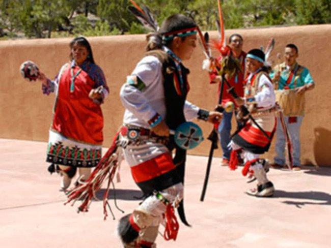Trật tự ngược khi yêu theo tục lệ của bộ lạc thổ dân Pueblo - Ảnh 10.
