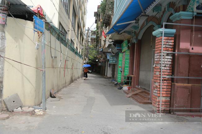 Cận cảnh 'vườn không nhà trống' ở khu chợ sinh viên nổi tiếng nhất Thủ đô - Ảnh 2.