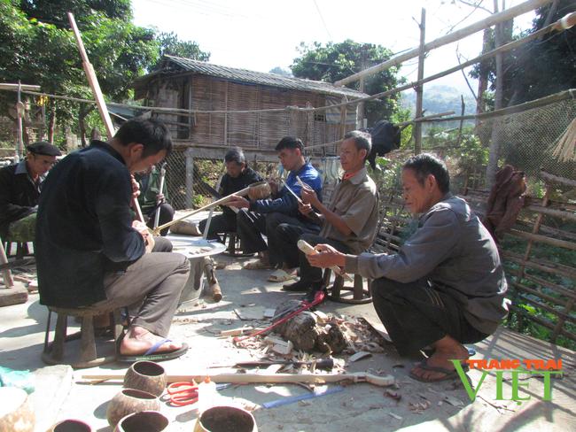 Lai Châu: Bản văn hóa du lịch Vàng Pheo hấp dẫn du khách - Ảnh 1.