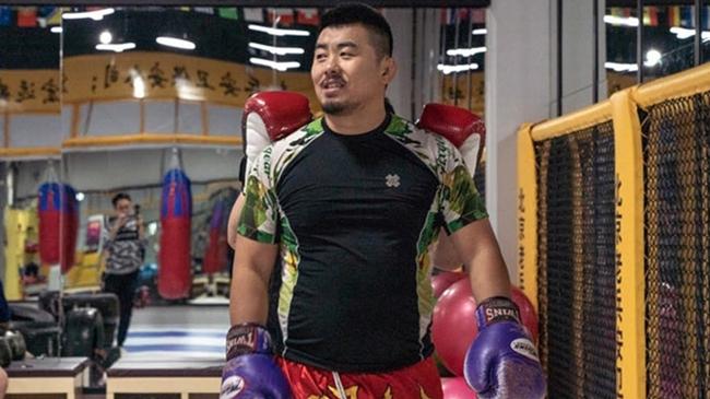 Ngông nghênh, Từ Hiểu Đông bị võ sĩ Karate hạ trong… 20 giây - Ảnh 1.
