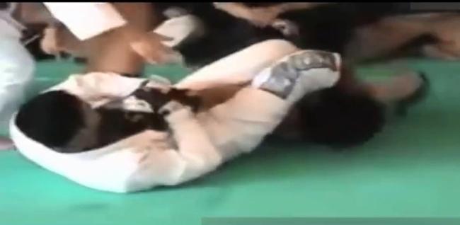 Ngông nghênh, Từ Hiểu Đông bị võ sĩ Karate hạ trong… 20 giây - Ảnh 2.
